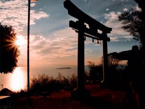 高屋神社「天空の鳥居」が一度は泊まりたい美しいパワースポット全国2位  ※2月1日空室ございます