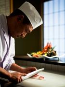 2月13日『日本経済新聞』で武田料理長をご紹介いただきました
